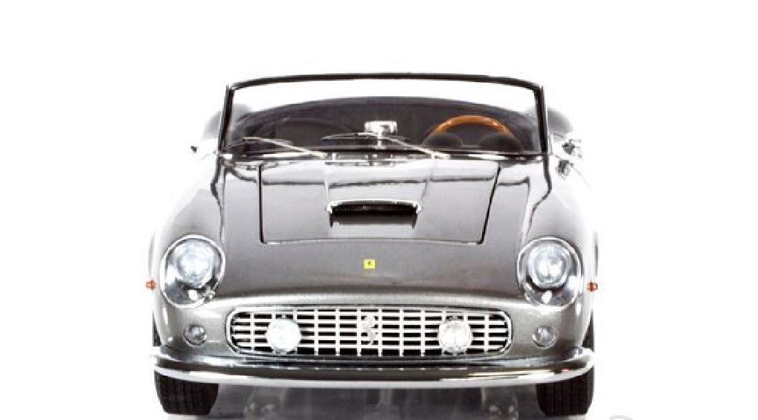 Hot Wheels Elite Scale 1:18 Ferrari 250 Cali Spider - 2