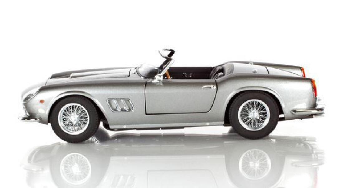 Hot Wheels Elite Scale 1:18 Ferrari 250 Cali Spider - 4