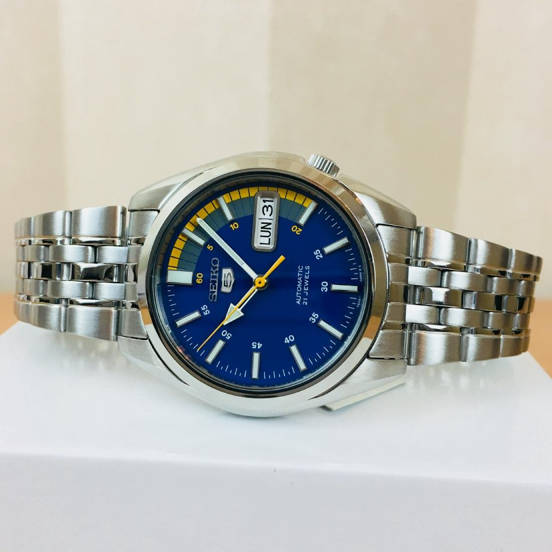 SEIKO 5 Men's Automatic Watch Brand New with Box