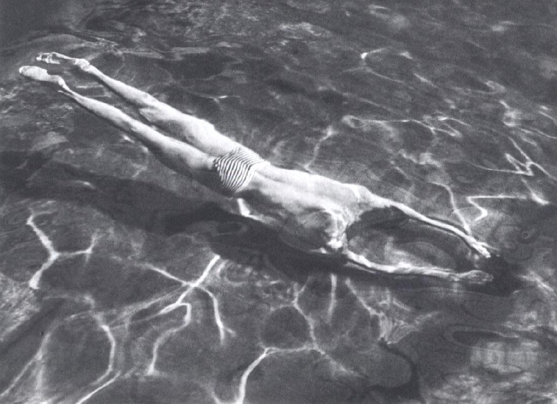 ANDRE KERTESZ - Swimming underwater, 1917