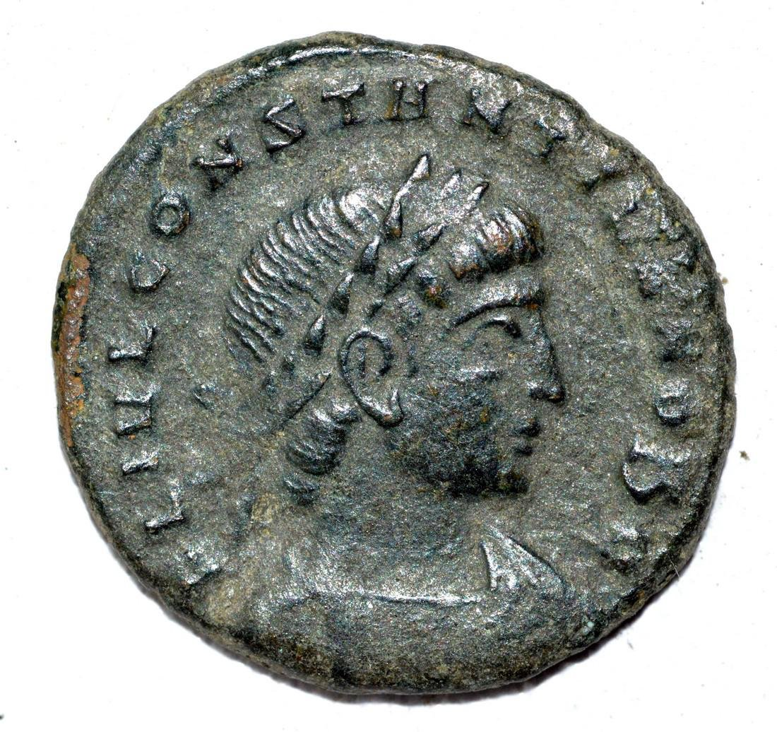 House of Constantine AE Follis, rv. Soldiers