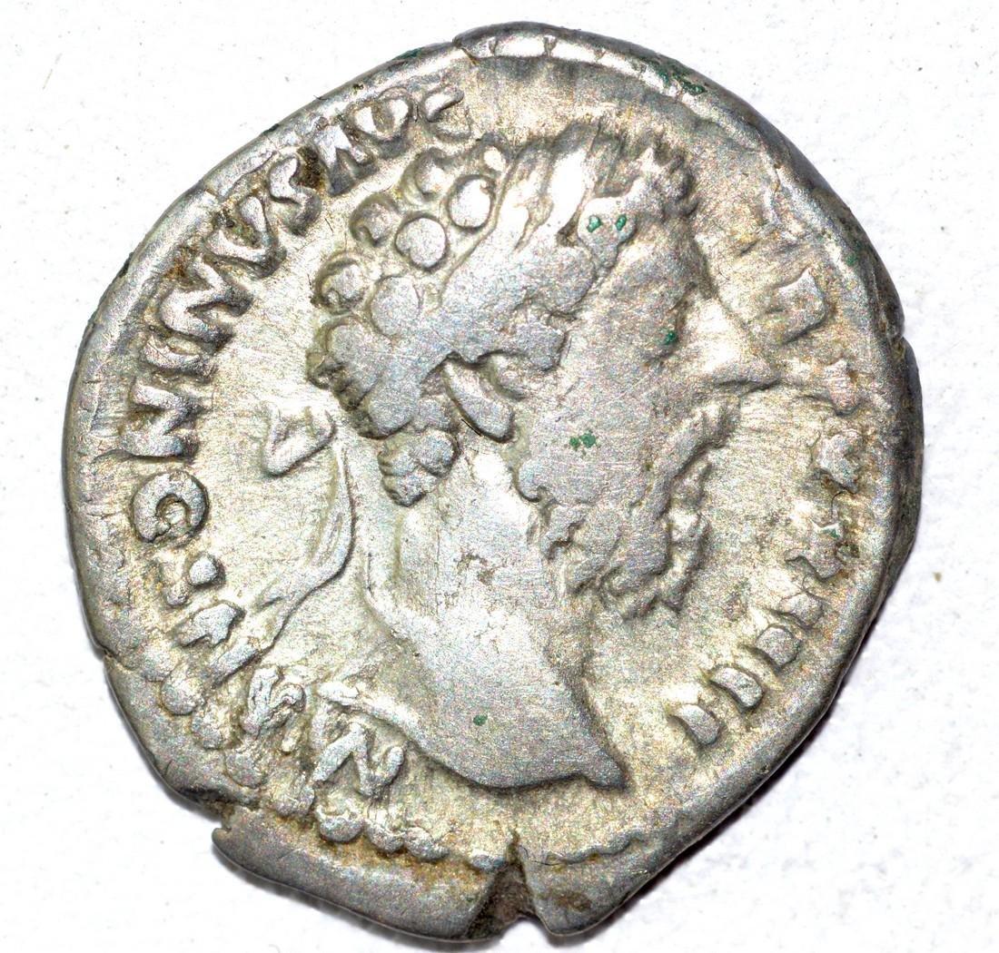 Marcus Aurelius AR Denarius, rv. Liberalitas