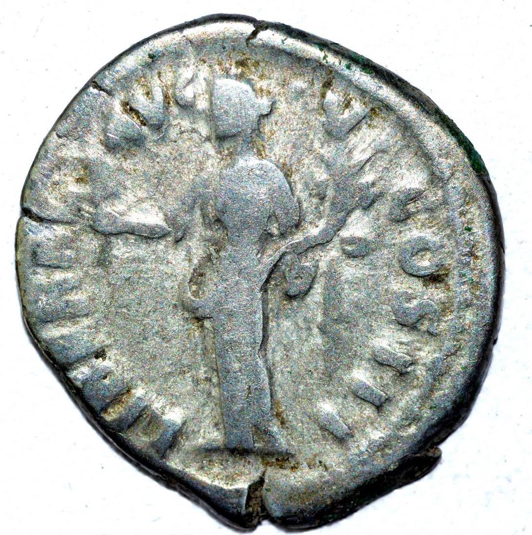 Marcus Aurelius AR Denarius, rv. Liberalitas - 2