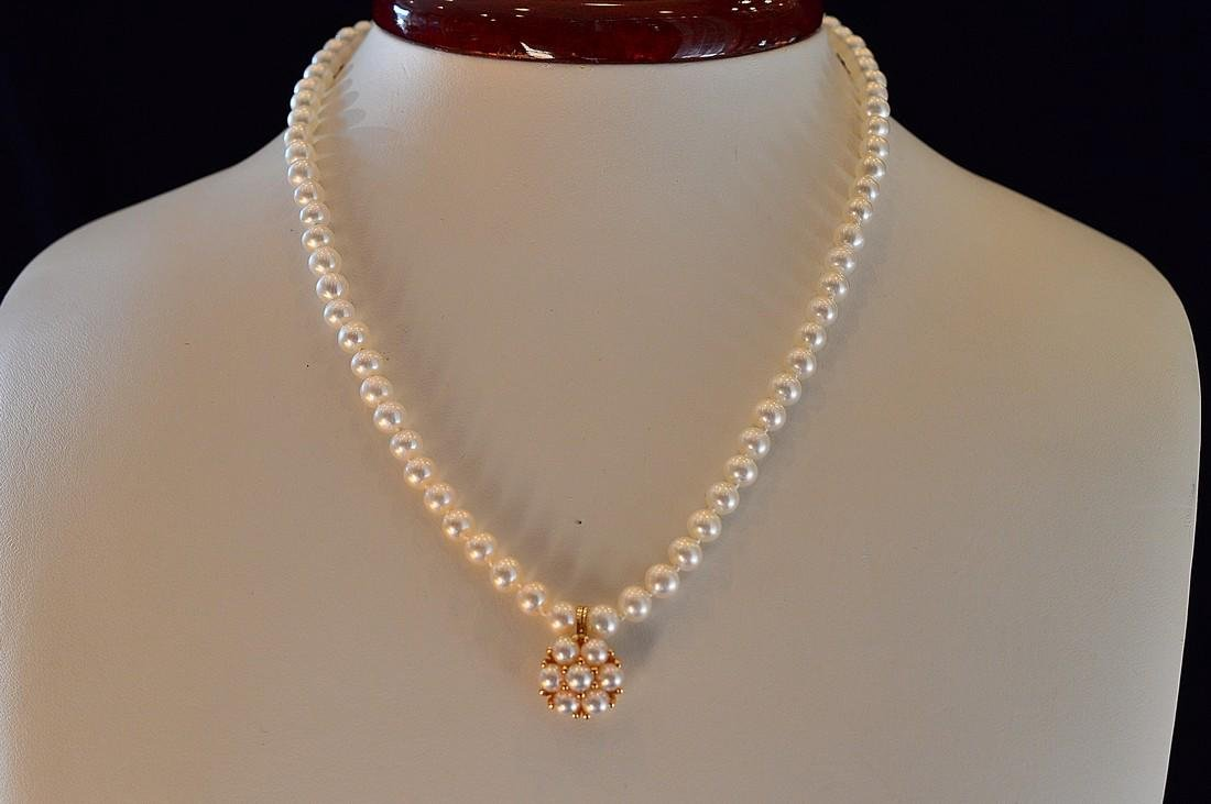 Ladies 14K Gold Freshwater Pearl Necklace