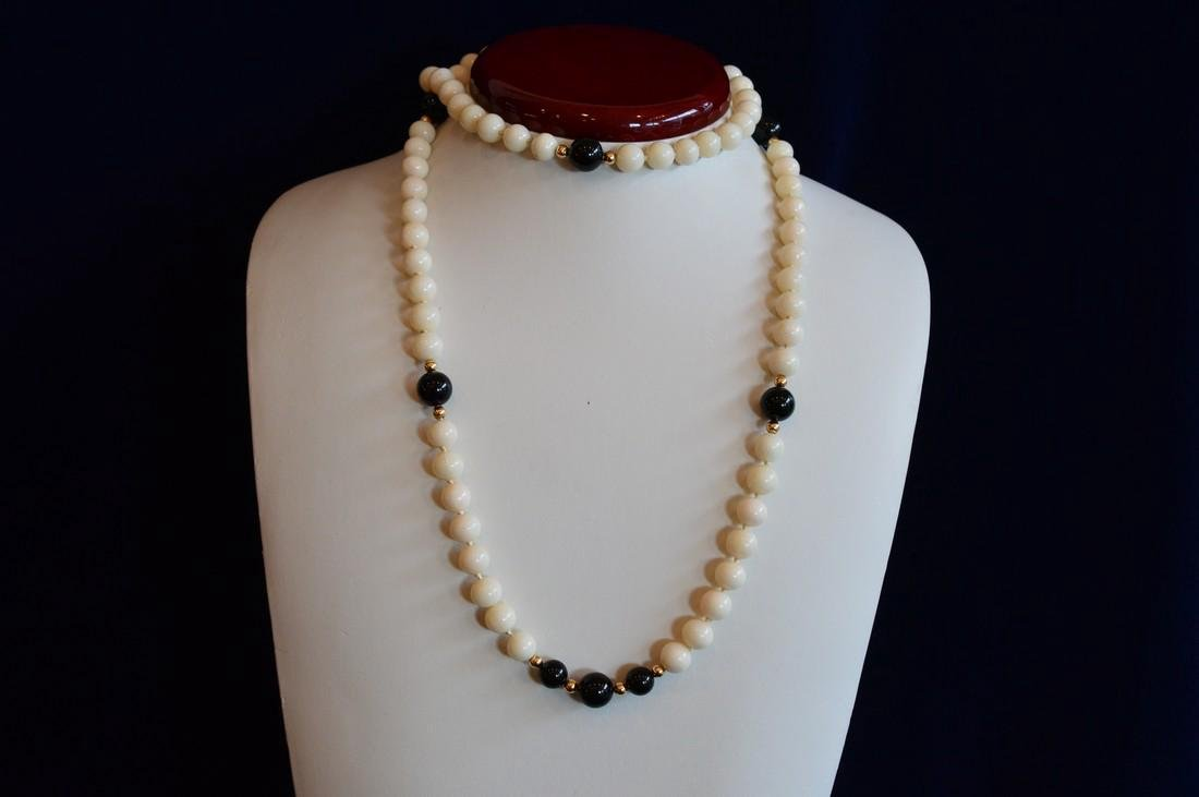 Ladies Slip-On 14K Gold Coral & Onyx Bead Necklace - 3