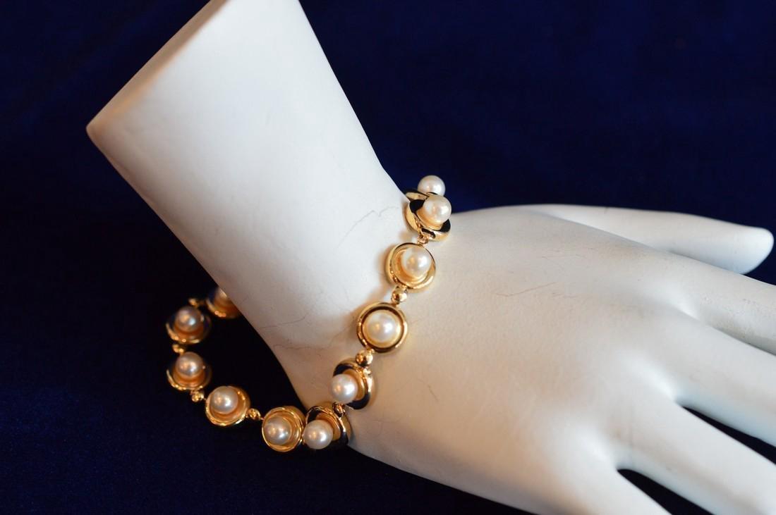 Ladies 14k Yellow Gold & Pearl Disc Bracelet