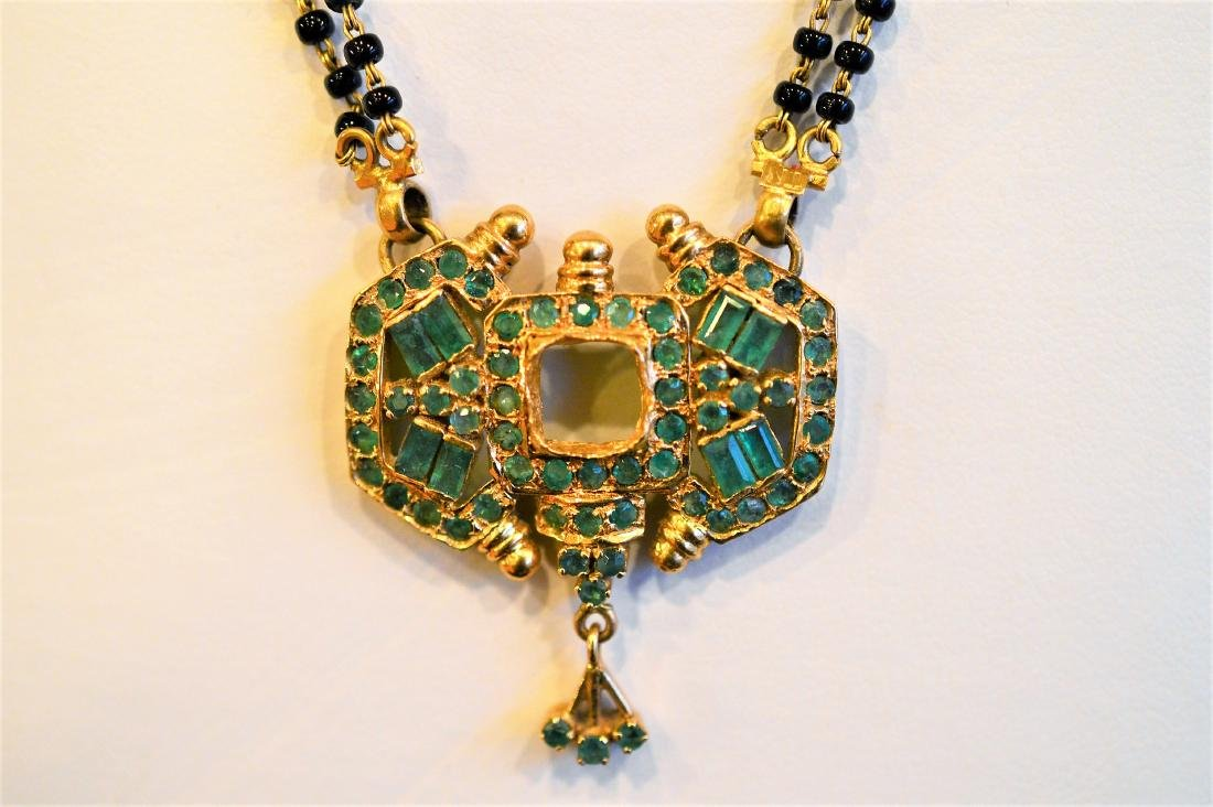 Ladies 22k Yellow Gold Emerald Onyx Beads Necklace
