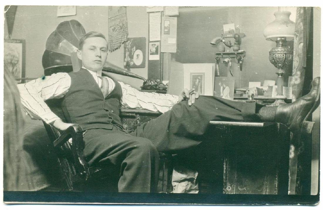 1910 Relaxed Young Man Cigar Cylinder Phonograph Tulip - 2