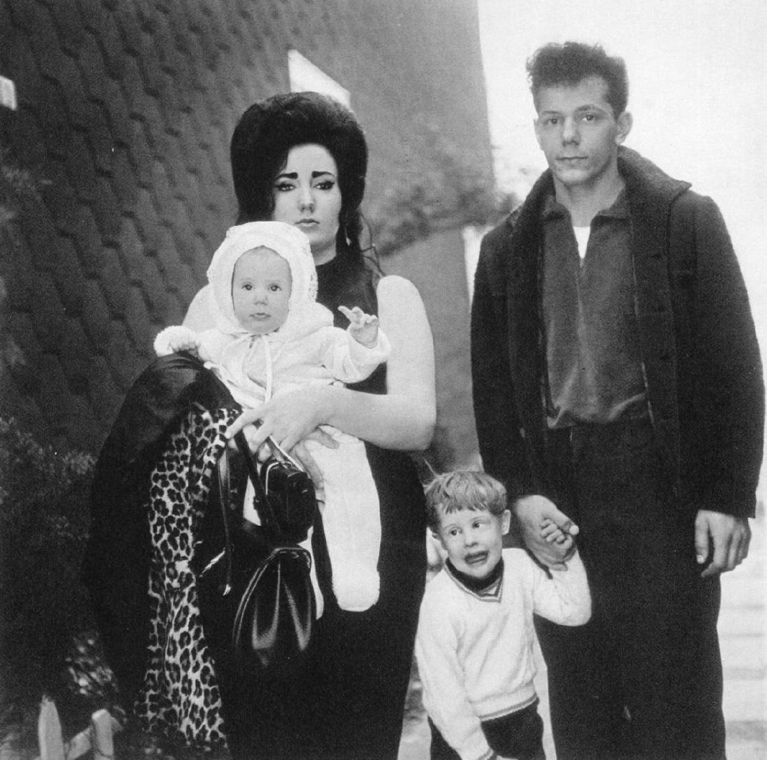 DIANE ARBUS - Family in Brooklyn 1966
