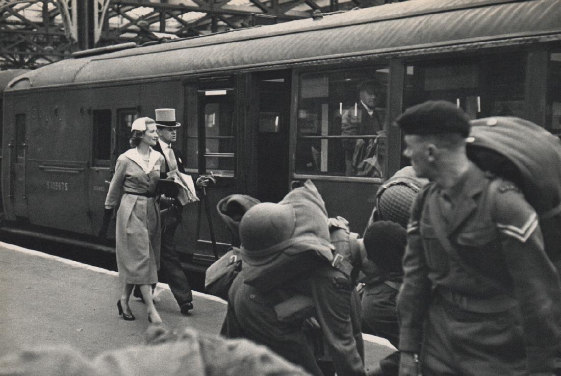 HENRI CARTIER-BRESSON - Going to Ascot via Train