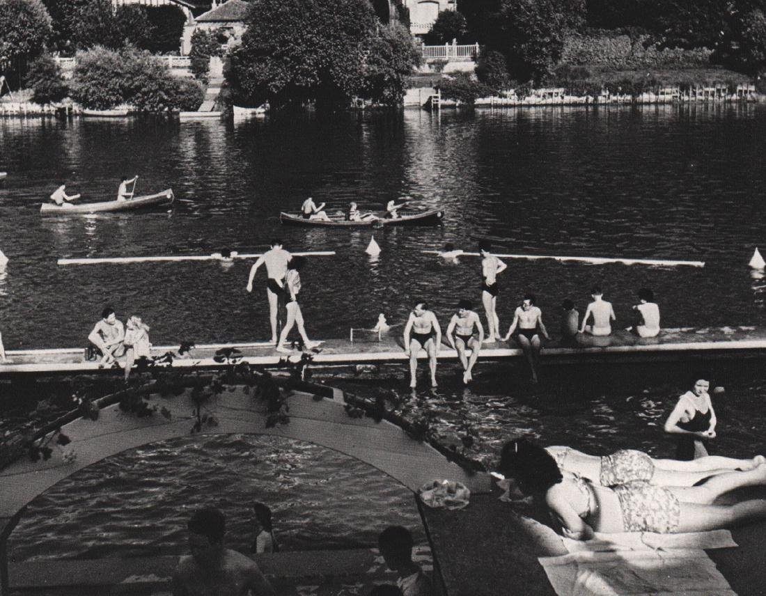 ROBERT DOISNEAU - Bathers at La Varenne, 1945