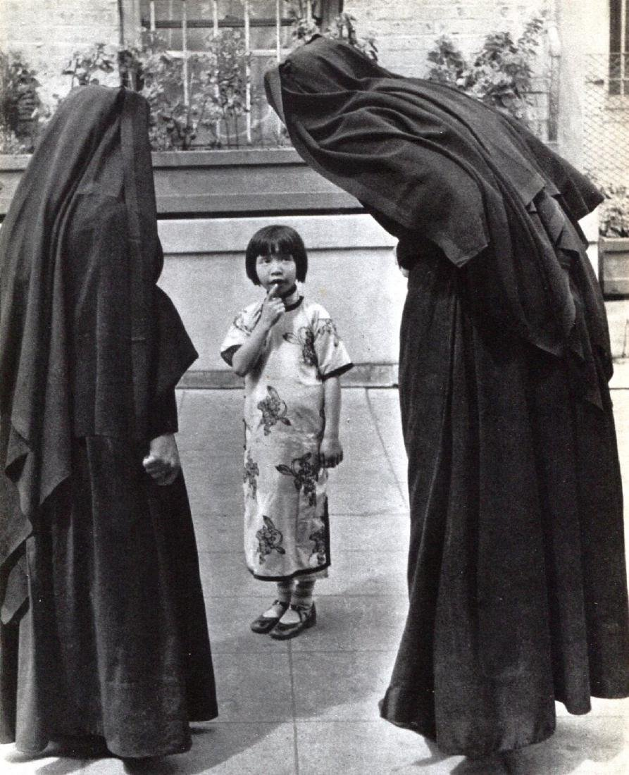 ALFRED EISENSTAEDT - Young Girl with Nuns