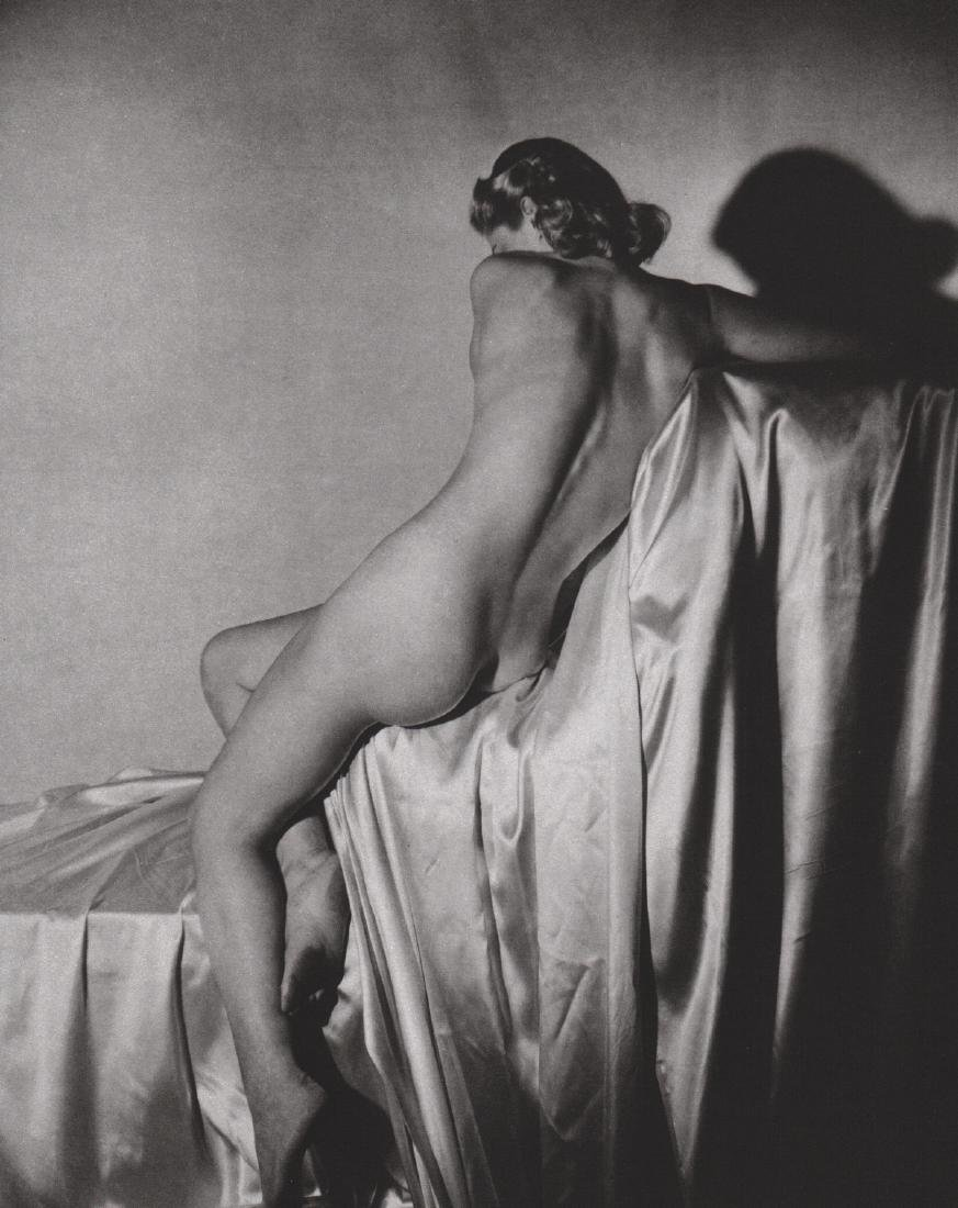 HORST - Lisa on Silk, New York 1940