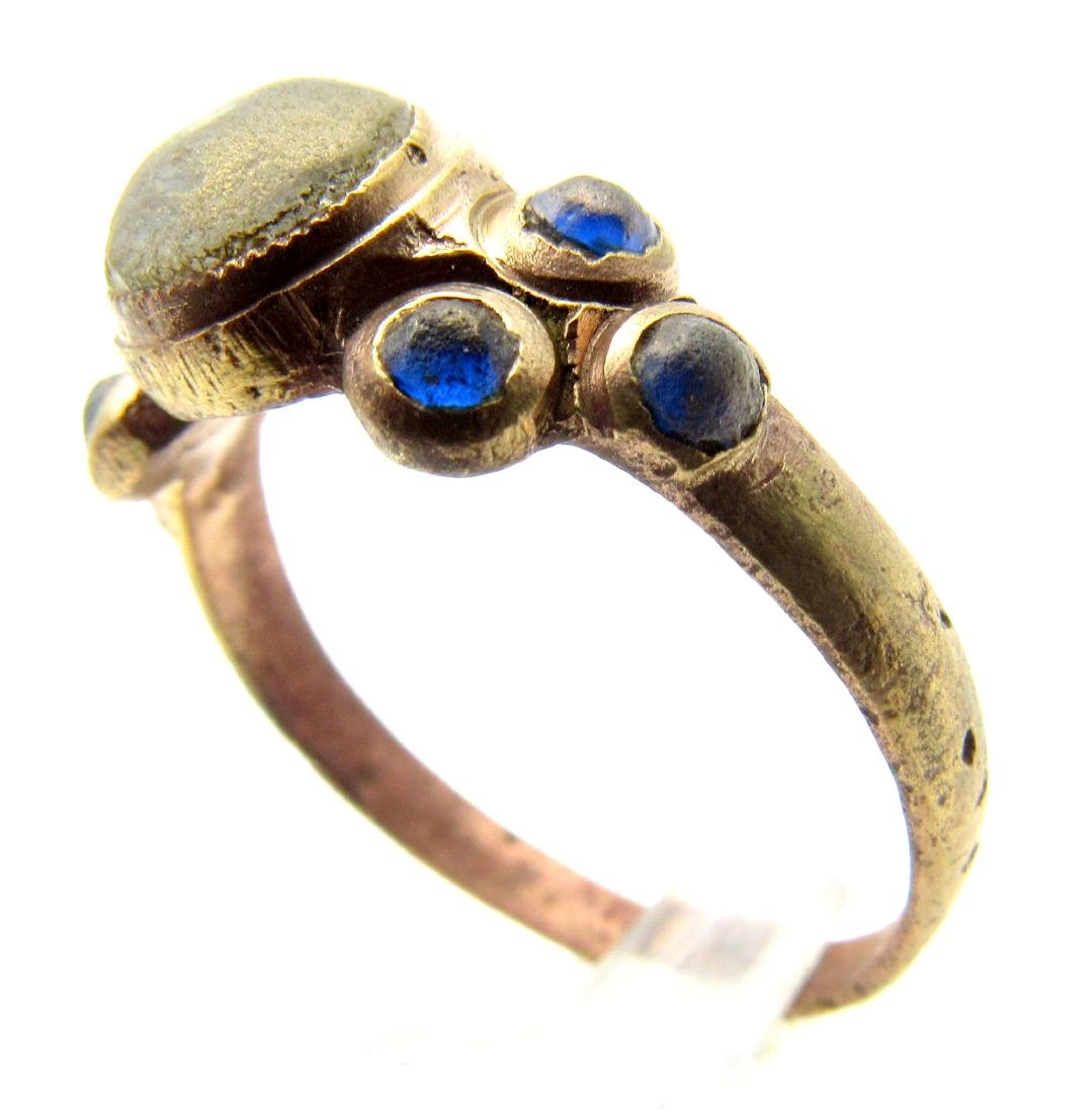 Late Medieval Ring with 1 White & 5 Blue Stones - 2