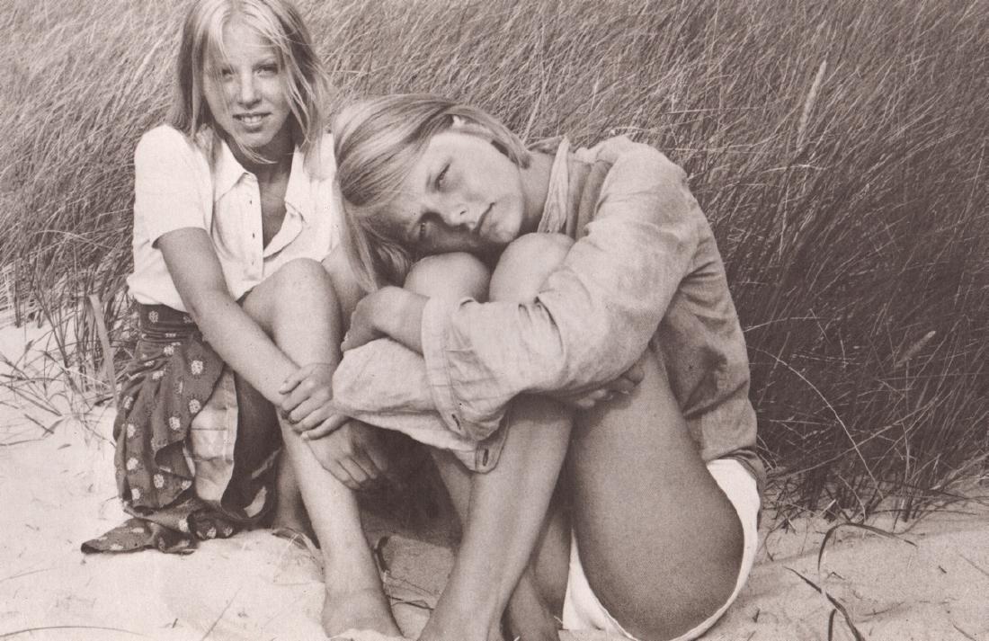 DAVID HAMILTON - Friends on the Beach
