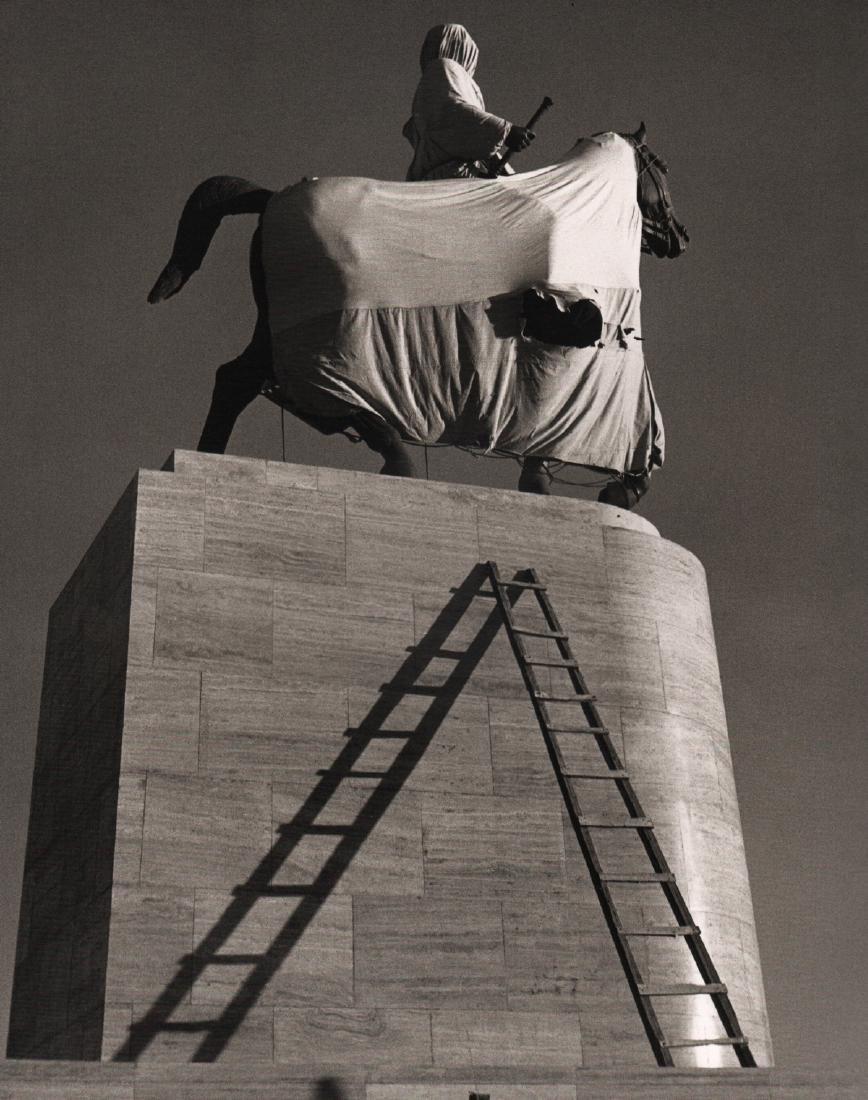 HERBERT LIST -  Wrapped Monument, Athens 1937