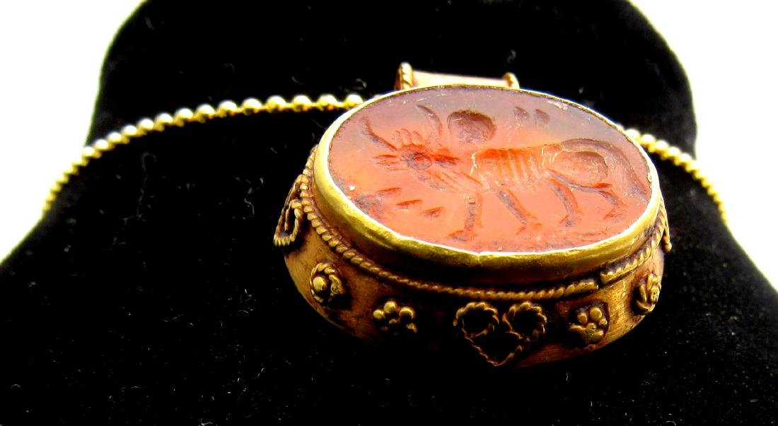 Medieval Persian Gold Pendant with Carnelian Intaglio - 2