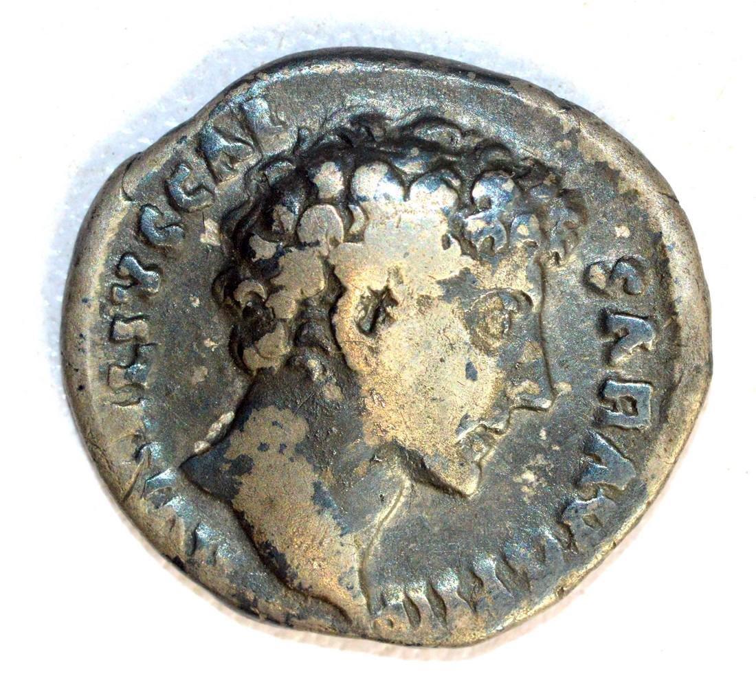 Marcus Aurelius Denarius rv. Honos