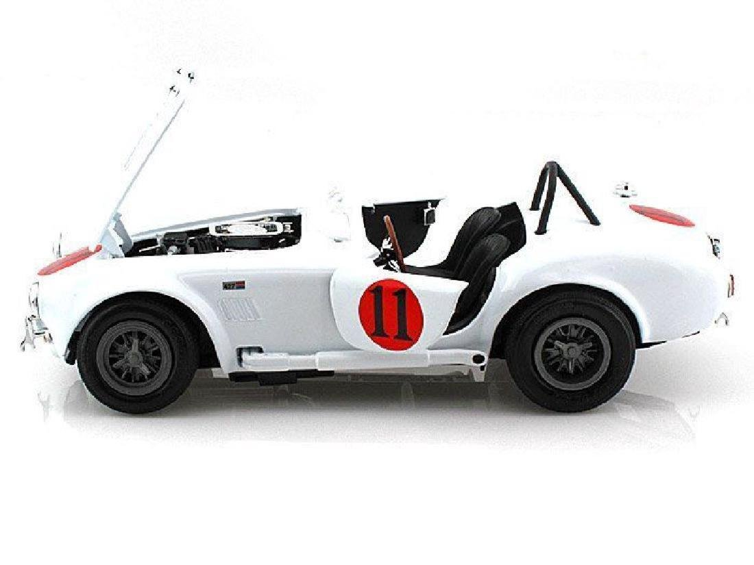 Auto World Scale 1:18 Shelby Cobra 427 S/C 1965 Spinout - 4