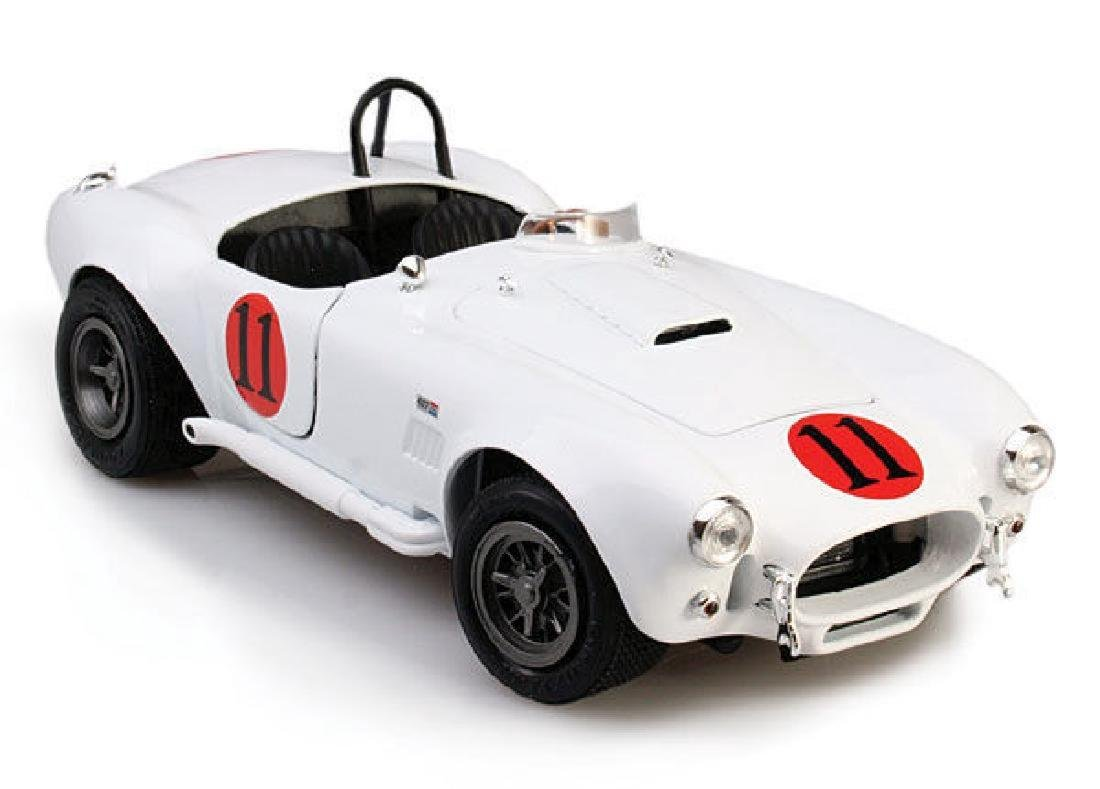 Auto World Scale 1:18 Shelby Cobra 427 S/C 1965 Spinout - 5