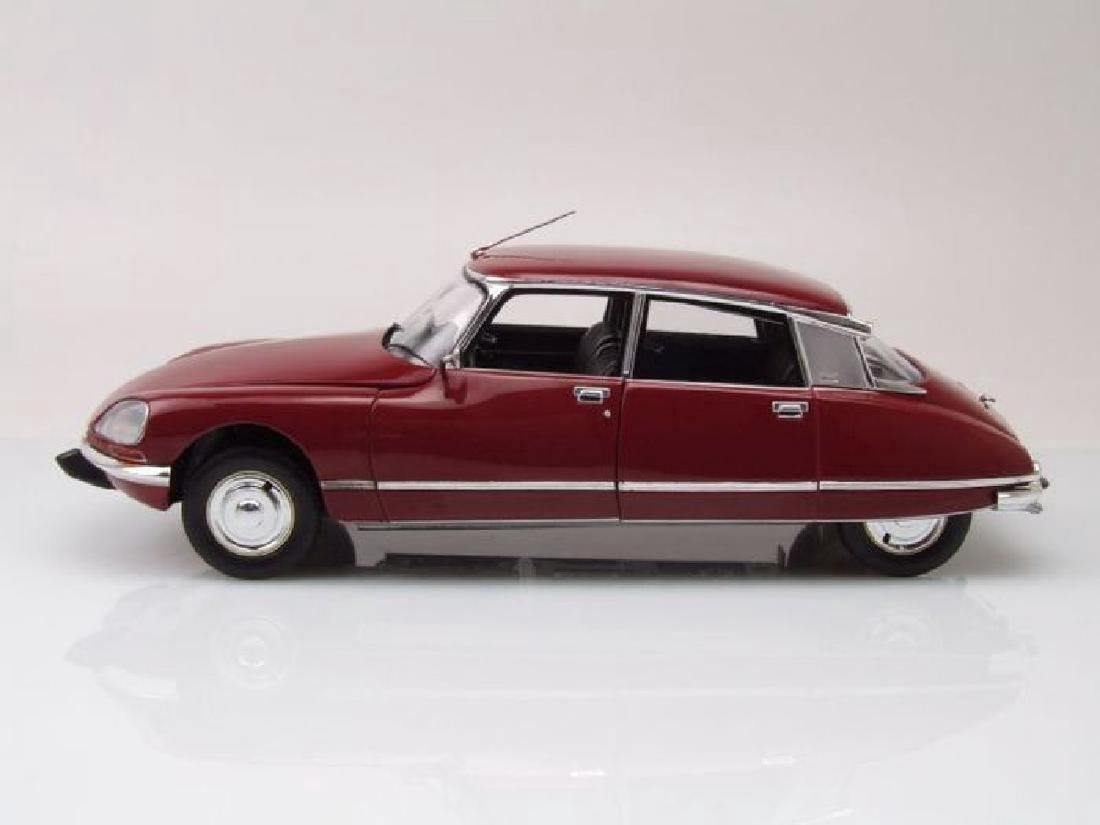 Norev Scale 1:18 Citroën DS23 1973 - 9