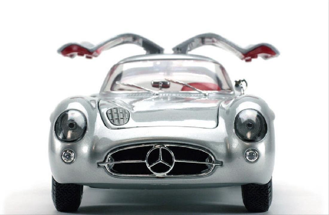 Maisto Scale 1:18 Mercedes-Benz 300 SLR Coupe