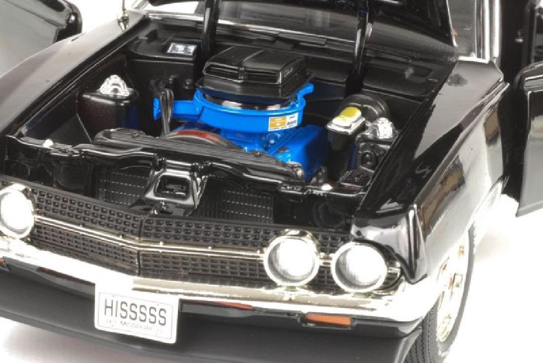 Auto World Scale 1:18 Ford Torino Cobra 1970 - 3