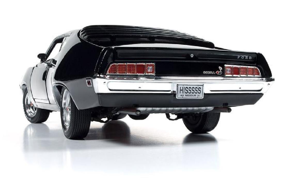 Auto World Scale 1:18 Ford Torino Cobra 1970 - 9