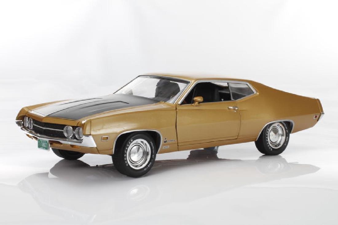 Auto World Scale 1:18 Ford Torino Cobra 1970 - 4