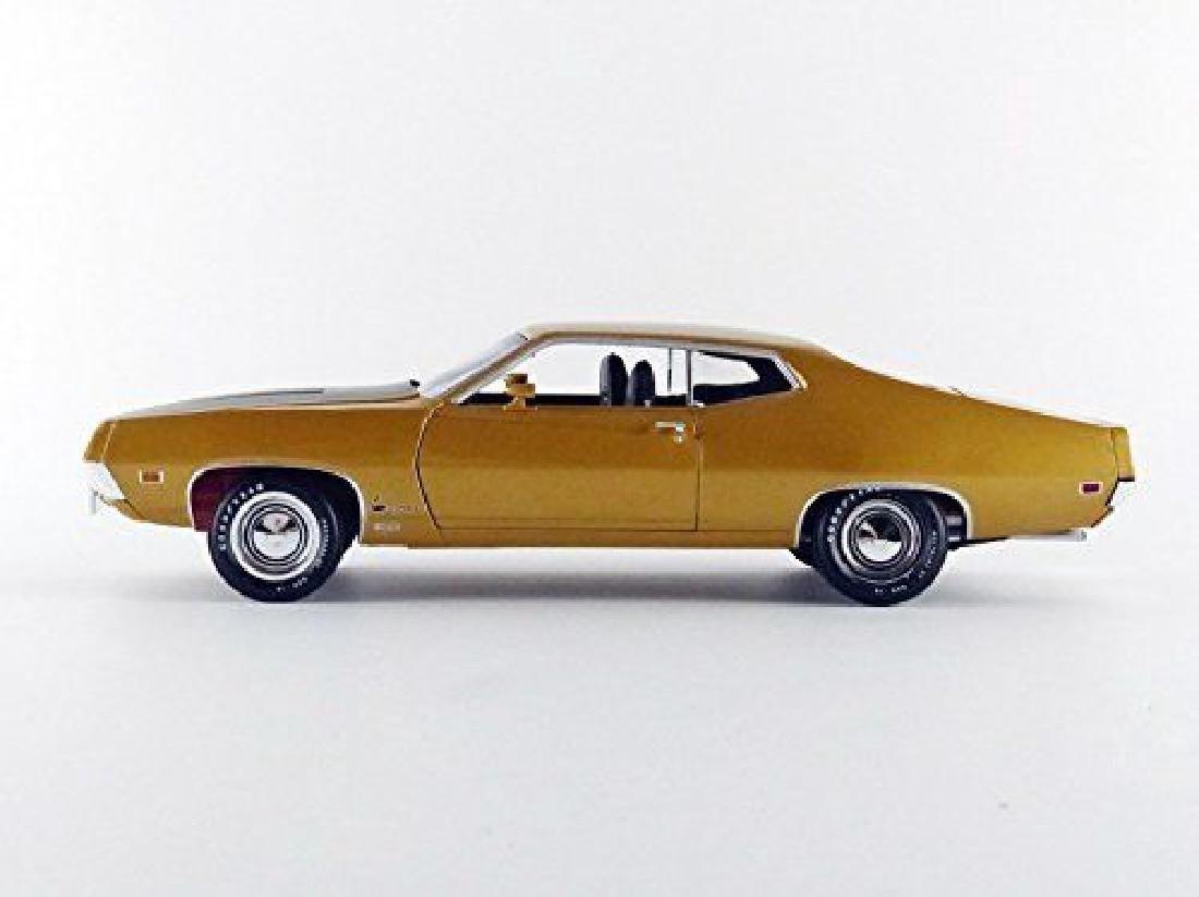 Auto World Scale 1:18 Ford Torino Cobra 1970 - 5
