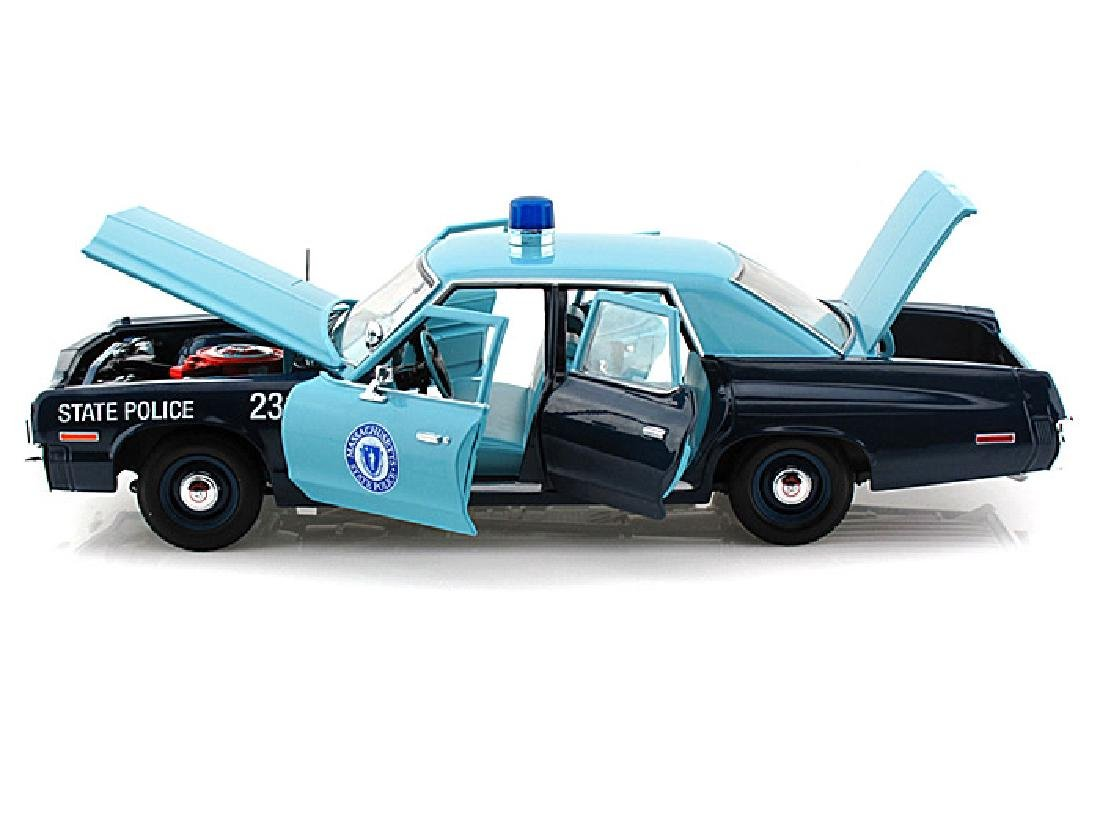 Auto World Scale 1:18 Dodge Monaco State Police 1974 - 10