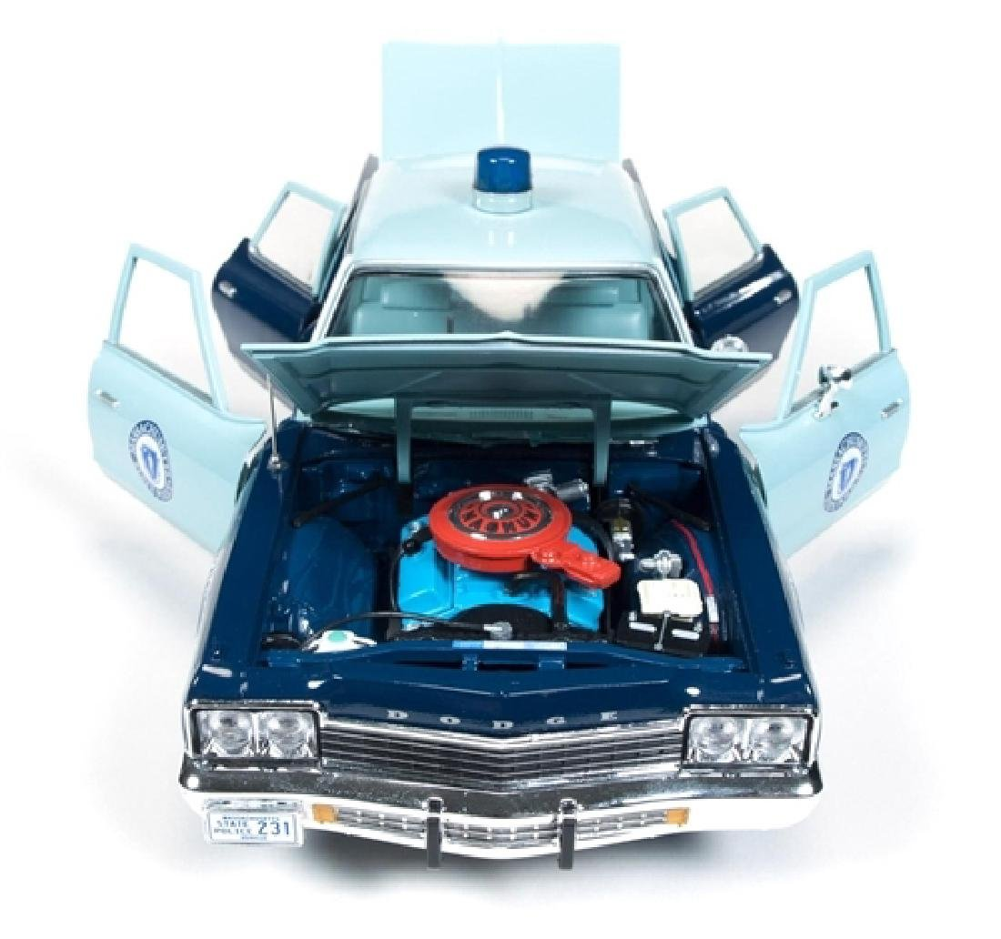 Auto World Scale 1:18 Dodge Monaco State Police 1974 - 4