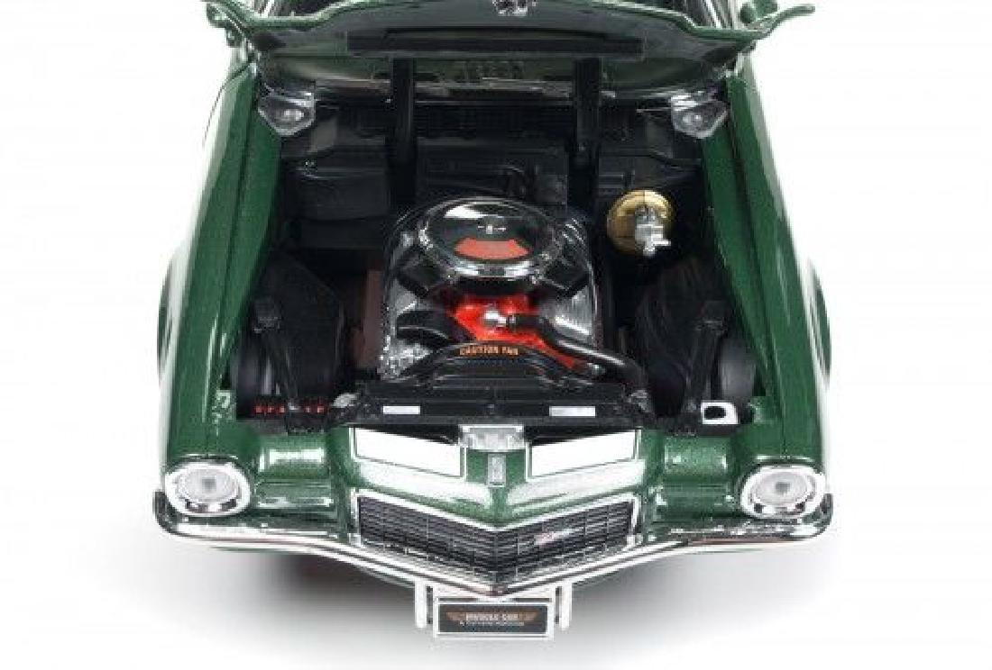 Auto World Scale 1:18 Chevrolet Camaro Z28 1970 - 3