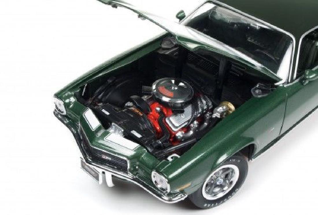 Auto World Scale 1:18 Chevrolet Camaro Z28 1970 - 5