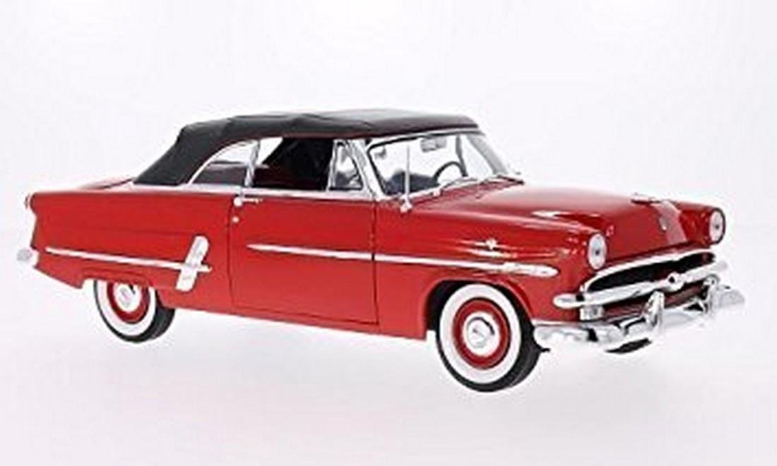 Welly Scale 1:18 Ford Crestline Sunliner 1953