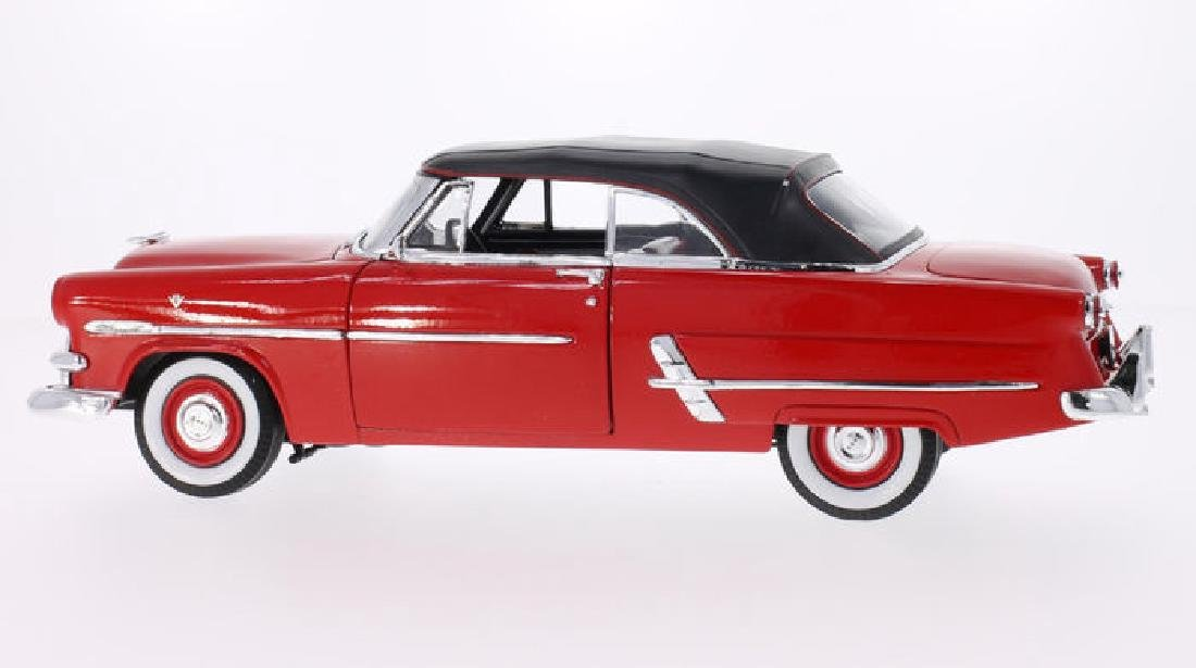Welly Scale 1:18 Ford Crestline Sunliner 1953 - 2