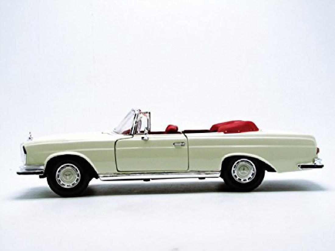 Maisto Scale 1:18 Mercedes-Benz 280SE 1967 - 3