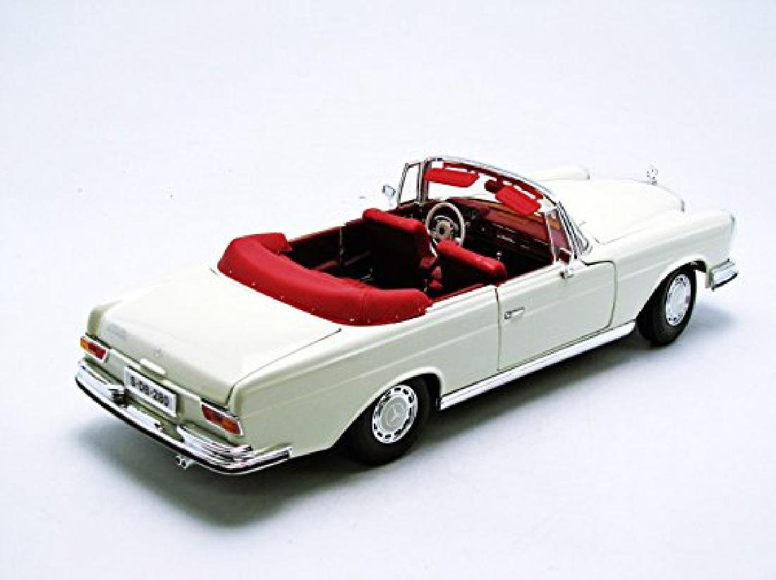 Maisto Scale 1:18 Mercedes-Benz 280SE 1967 - 8