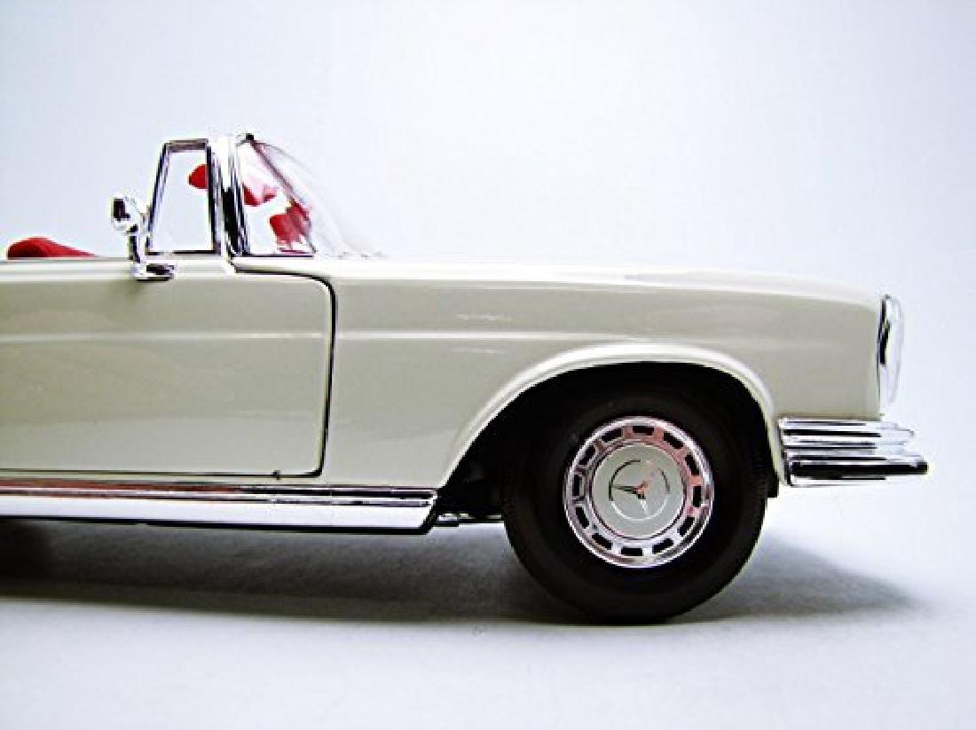 Maisto Scale 1:18 Mercedes-Benz 280SE 1967 - 9