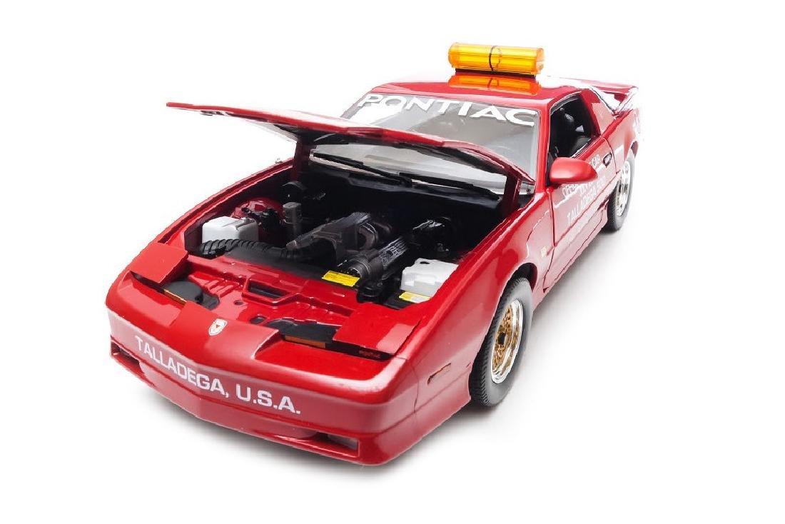 Greenlight 1:18 Pontiac GTA Talladega 500 Pace Car 1987 - 3