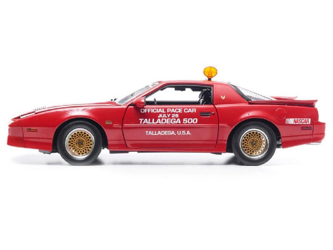 Greenlight 1:18 Pontiac GTA Talladega 500 Pace Car 1987 - 4