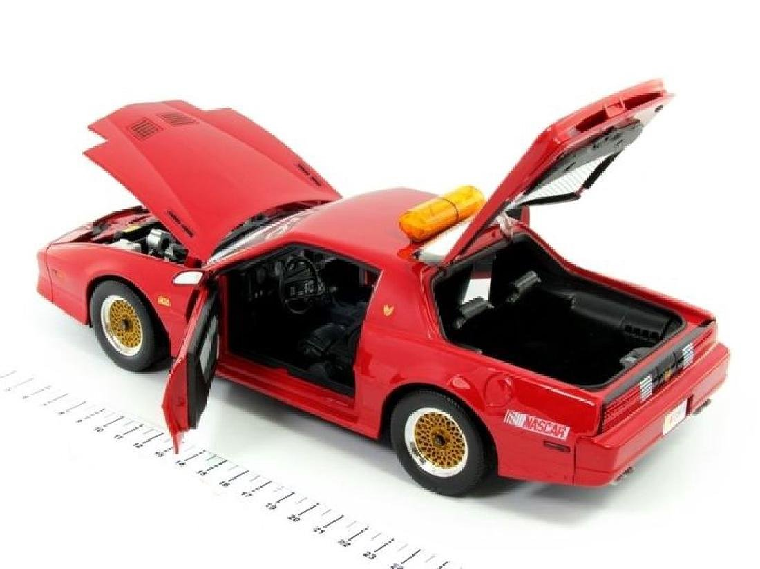 Greenlight 1:18 Pontiac GTA Talladega 500 Pace Car 1987 - 6