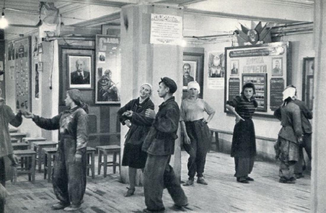 HENRI CARTIER-BRESSON - Moscow 1954