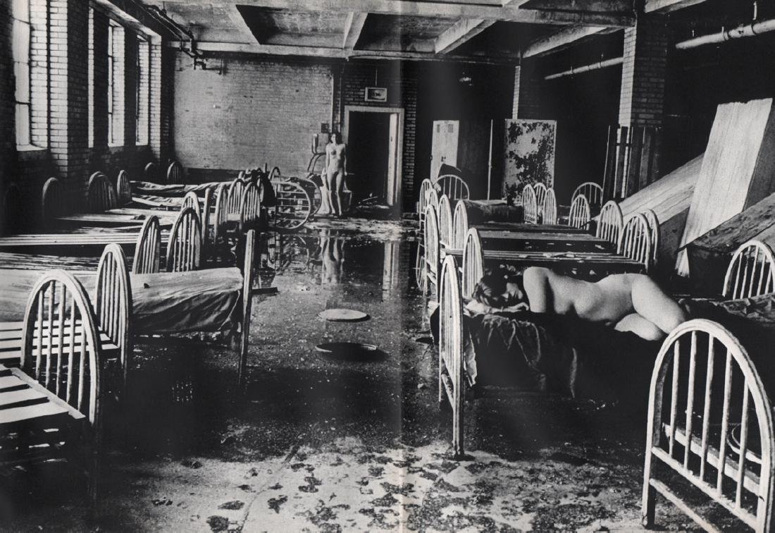 IRA SALTZBERG - Nudes in dormitory