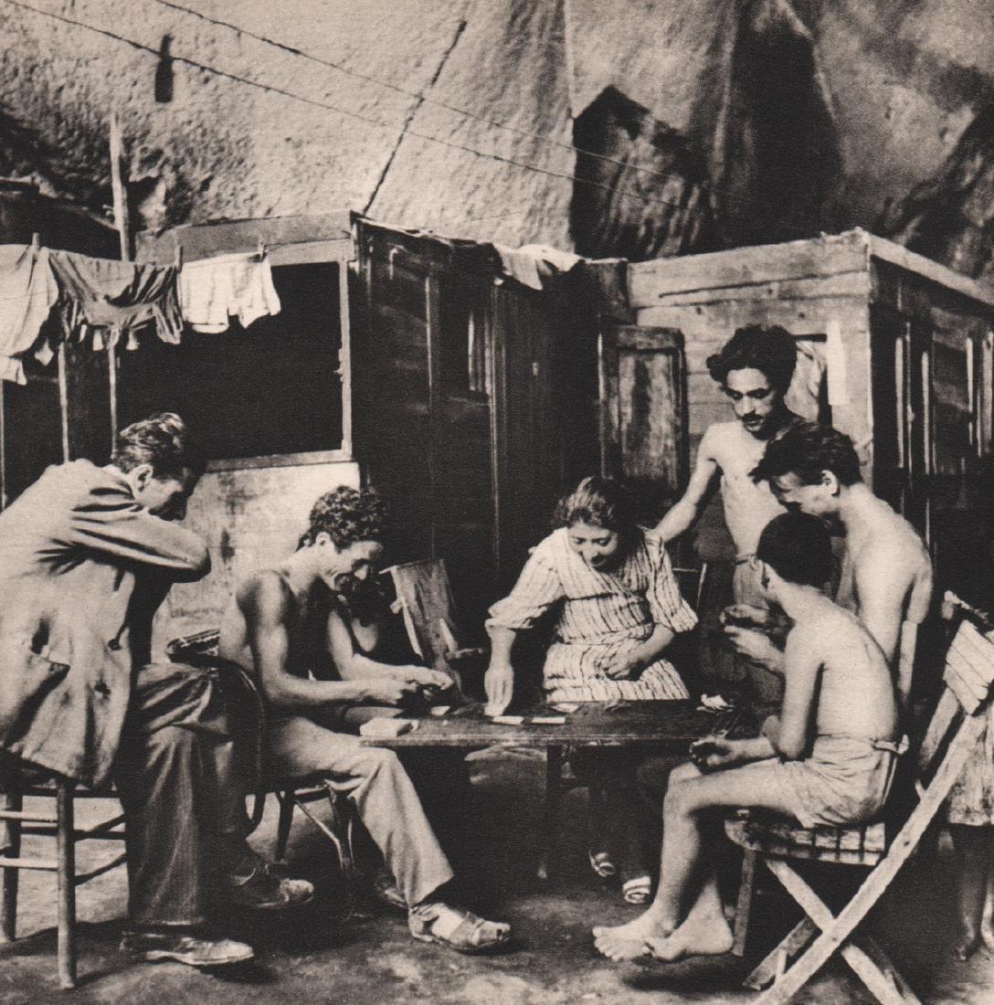 DAVID SEYMOUR - Cave Dwellers, Naples 1948