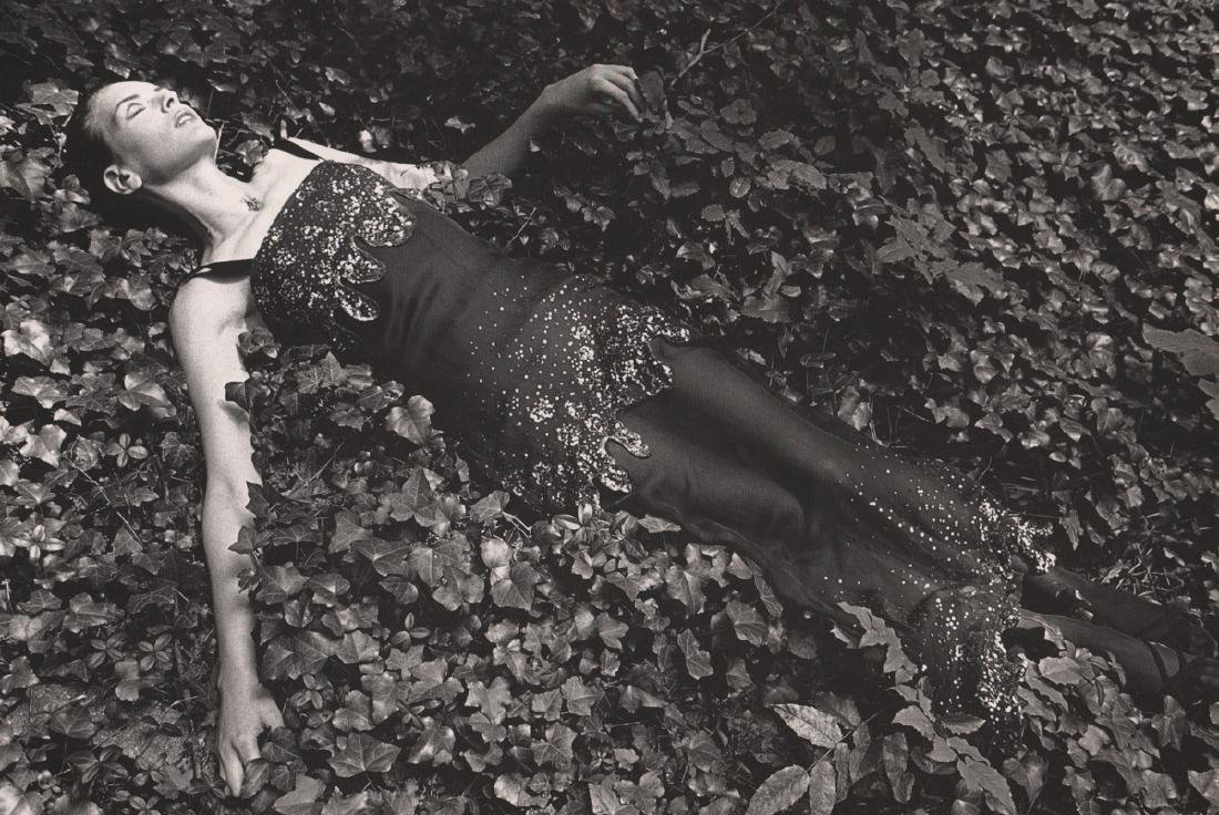 JEANLOUP SIEFF - Ophelia on Leaves