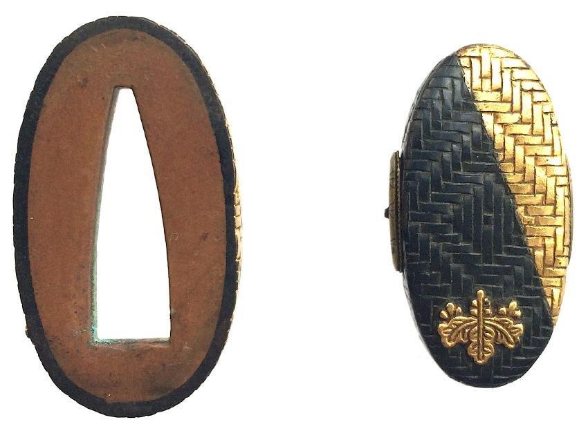 Fuchi-Kashira of gold and shakudo with a kiri-mon - 3