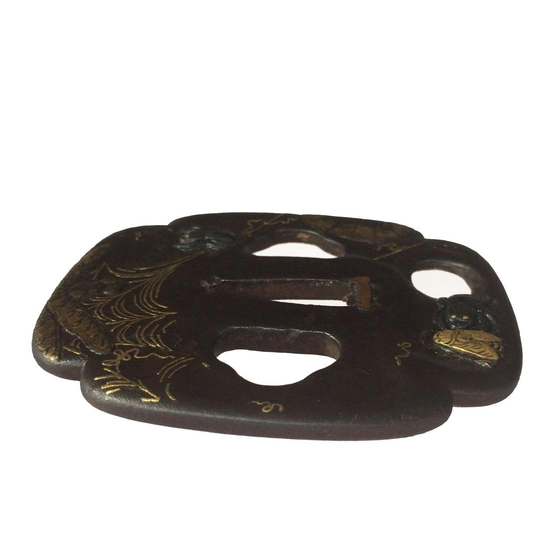 Kumagai (Edo-Higo) tsuba of iron with shakudo and gold - 2