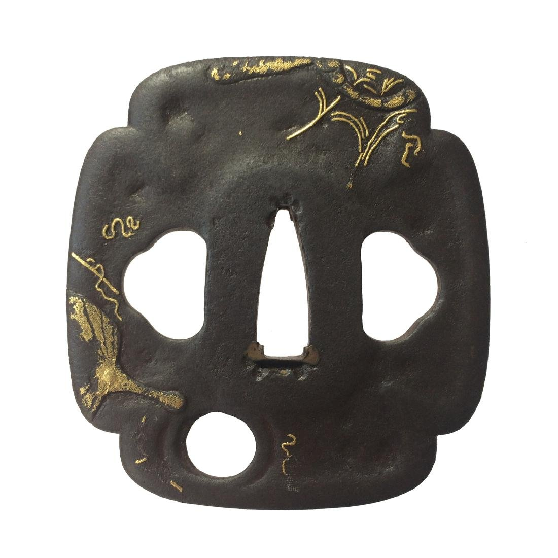Kumagai (Edo-Higo) tsuba of iron with shakudo and gold - 5