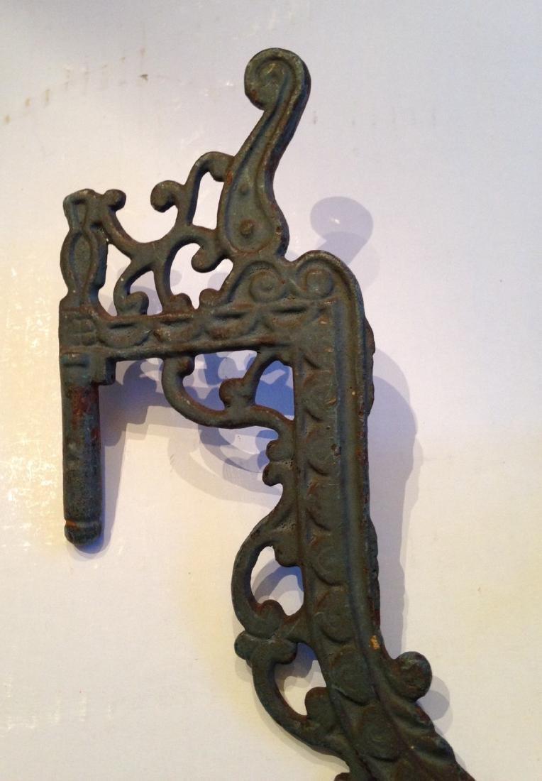 19th Century Victorian Lamp Holder Cast Iron - 3